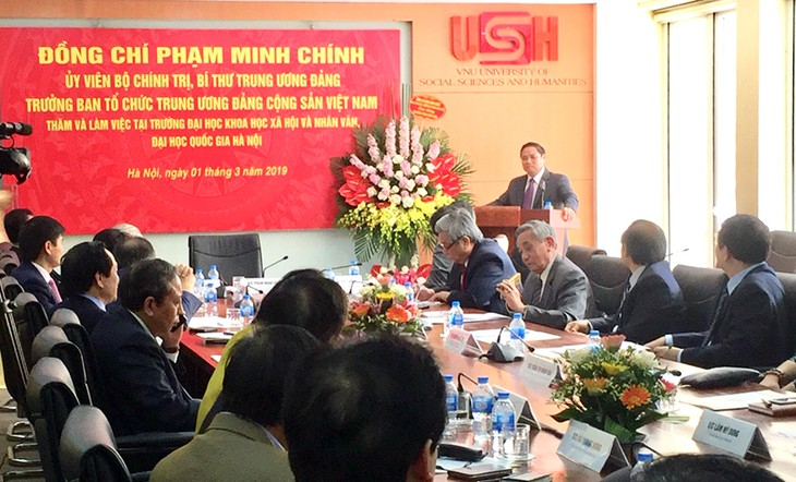 Фам Минь Тинь провёл рабочую встречу с руководством Института общественных и гуманитарных наук - ảnh 1