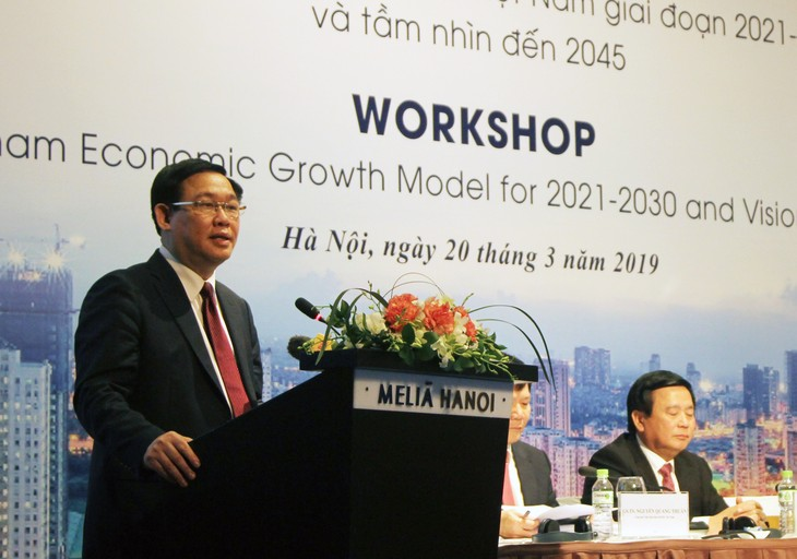 Выонг Динь Хюэ принял участие в семинаре «Модель экономического роста Вьетнама на 2021-2030 годы» - ảnh 1