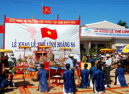 В островном уезде Лишон прошла церемония угощения и поминовения членов бригады моряков Хоангша - ảnh 1