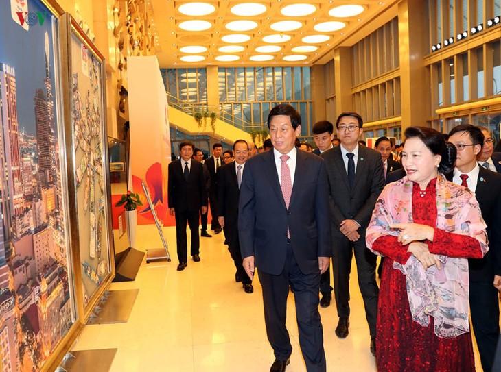 Нгуен Тхи Ким Нган приняла участие в программе «Мост дружбы» в Пекине - ảnh 1