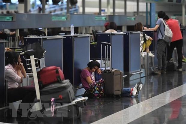 Аэропорт Гонконга снова отменил регистрацию отъезжающих из-за протестов - ảnh 1