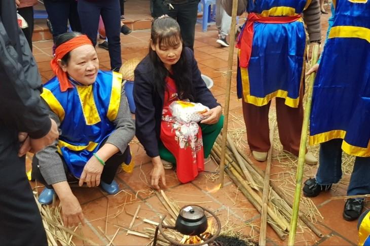 Традиционный конкурс по приготовлению риса в деревне Тхикам - ảnh 3