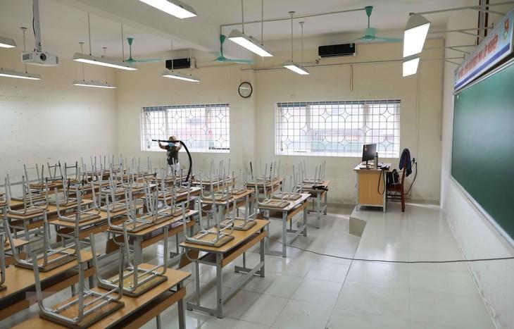 Школьники и студенты во Вьетнаме возвращаются за парты с 4 мая - ảnh 1