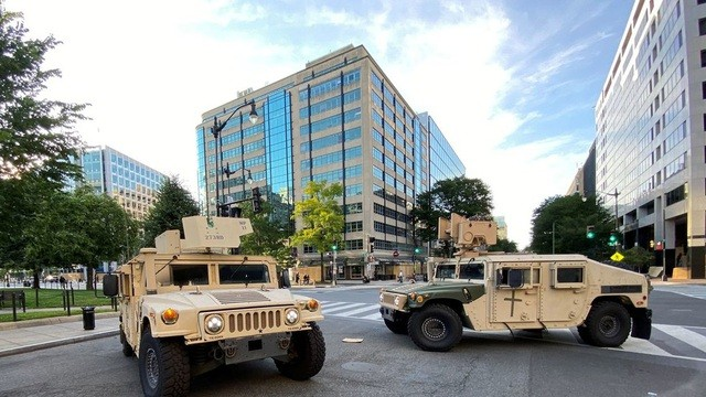 Пентагон перебросил к Вашингтону 1600 военных - ảnh 1