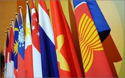 COVID-19: Усилия АСЕАН по экономическому сотрудничеству и координационная роль Вьетнама - ảnh 1