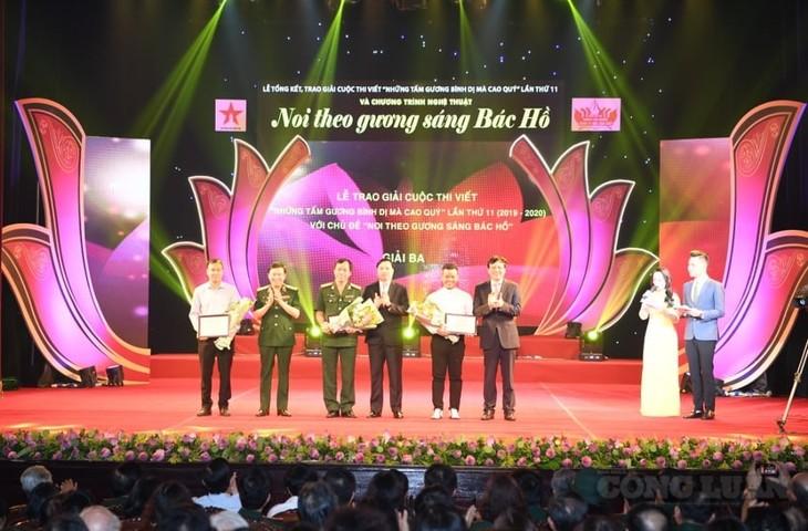 Во Вьетнаме награждены победители ХI конкурса «Простые, но благородные примеры» - ảnh 1