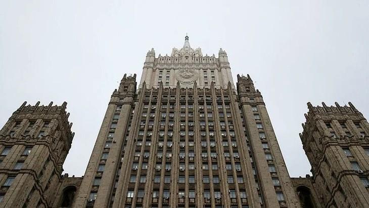 МИД РФ назвал высылку дипломатов серьезным уроном российско-чешским отношениям - ảnh 1