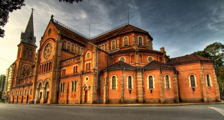 Собор Нотр-Дам в г.Хошимине попал в ТОП-19 самых кравивых церквей в мире - ảnh 1