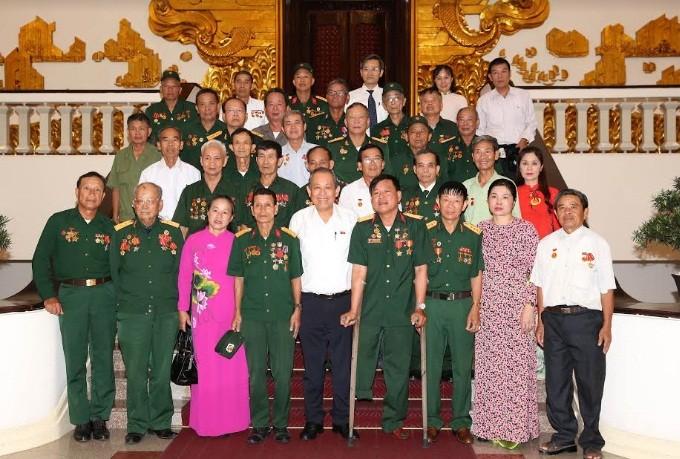 Чыонг Хоа Бинь принял граждан из провинции Нгеан, имеющих заслуги перед Отечеством - ảnh 1