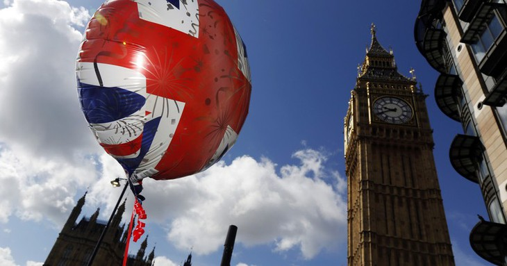 Руководство Вьетнама поздравило с Национальным праздником Великобритании - ảnh 1