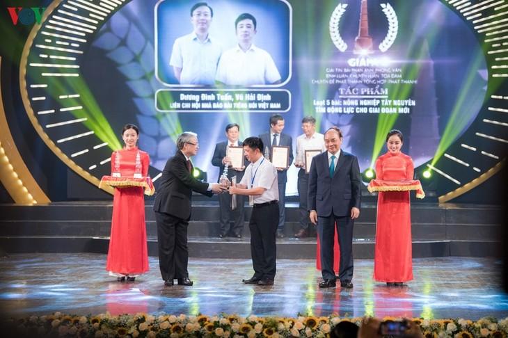 Во Вьетнаме названы 140 лучших журналистских произведений 2019 года - ảnh 1