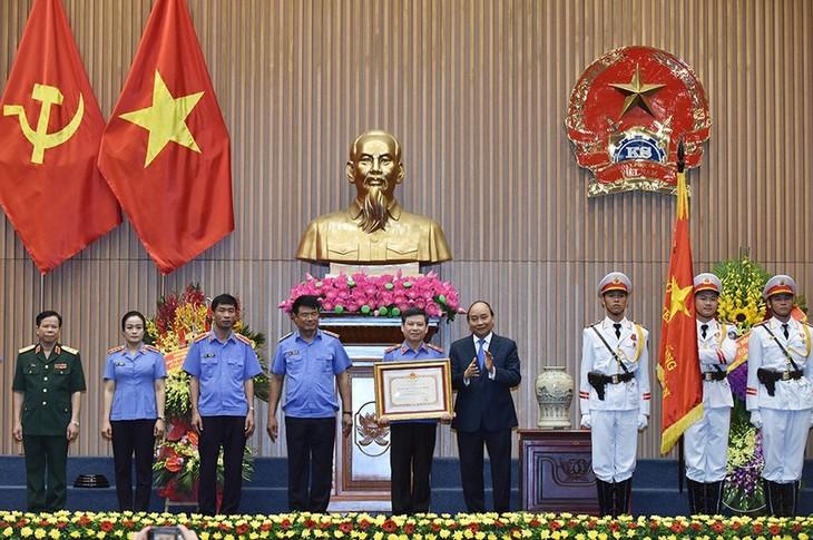 Премьер Вьетнама: народная прокуратура должна быть действенным оружием партии - ảnh 2