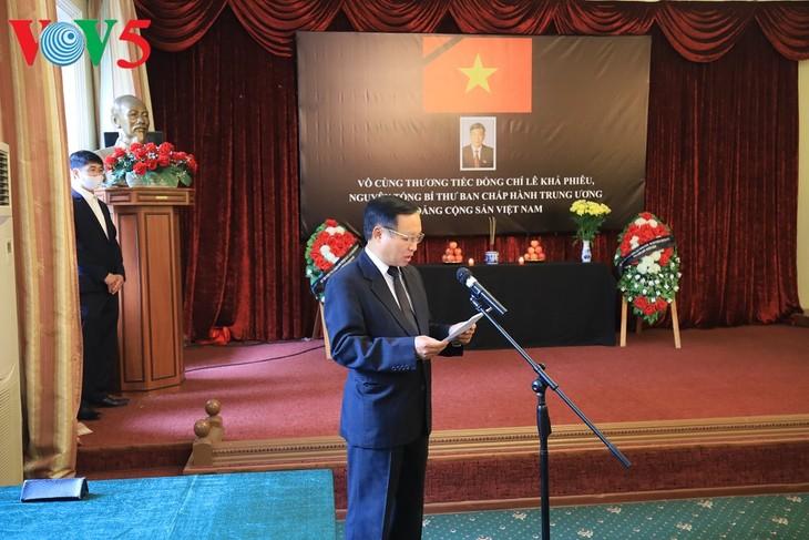 Посольство Вьетнама в РФ организовало церемонию заочного прощания с бывшим генсеком ЦК КПВ Ле Кха Фиеу - ảnh 1