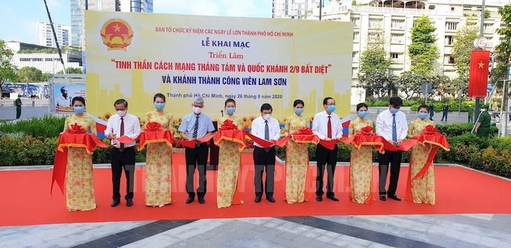 В Хошимине открылась фотовыставка, посвящённая Августовской революции и Дню независимости Вьетнама - ảnh 1