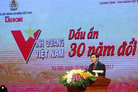"""""""Gloire au Vietnam"""": 30 collectifs et individus ont été honorés - ảnh 1"""