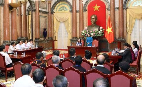 Dang Thi Ngoc Thinh reçoit des patriarches et des personnes prestigieuses du Nord-Ouest - ảnh 1