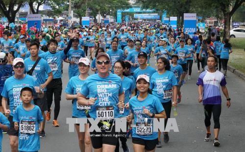 Plus de 8.000 coureurs au marathon de Ho Chi Minh-Ville - ảnh 1