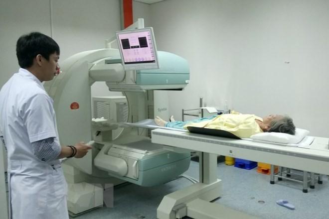 Le Vietnam et la France coopèrent dans l'oncologie - ảnh 1