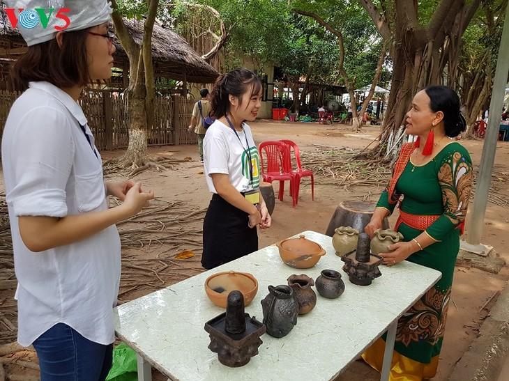 Bàu Truc, une adresse rouge de la poterie artisanale - ảnh 1