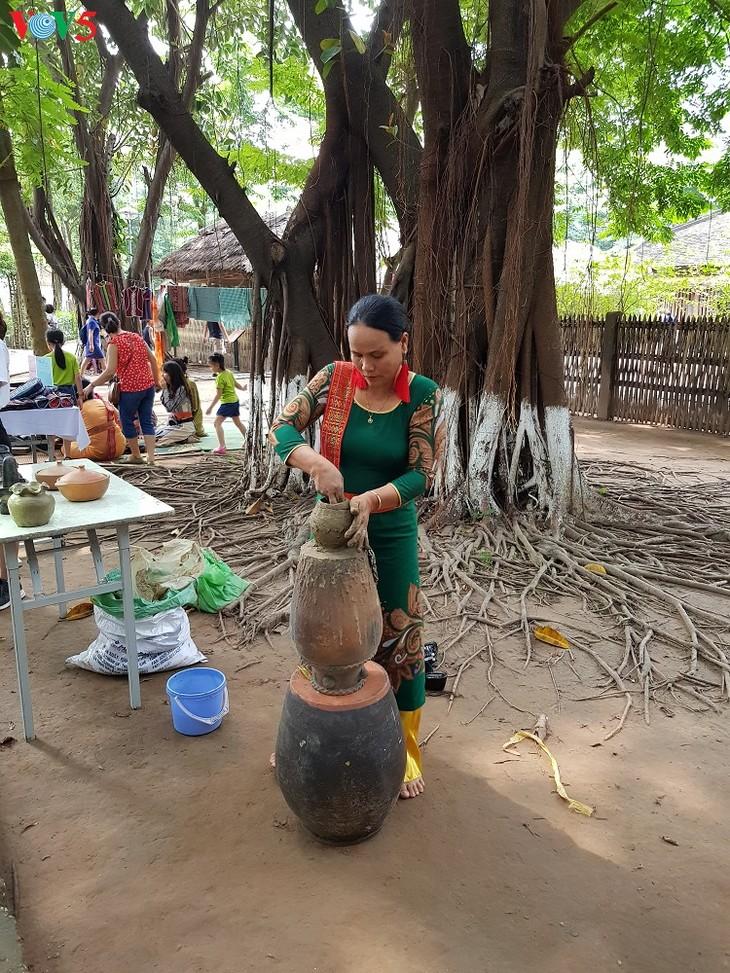 Bàu Truc, une adresse rouge de la poterie artisanale - ảnh 2