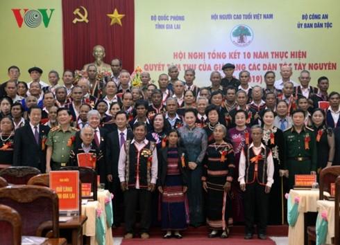 Nguyên Thi Kim Ngân met en avant le rôle des patriarches des villages ethniques - ảnh 1