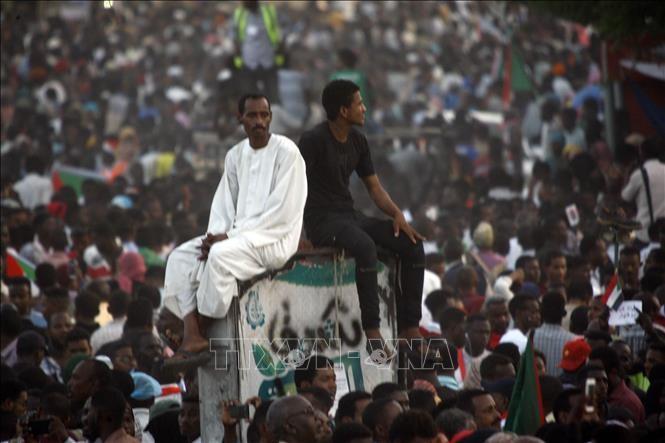 Soudan: l'armée veut « rendre le pouvoir aujourd'hui, pas demain » - ảnh 1