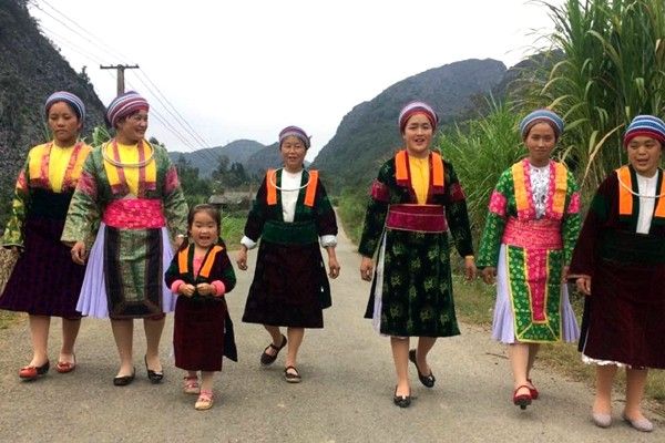 Les costumes des femmes Mông - ảnh 1