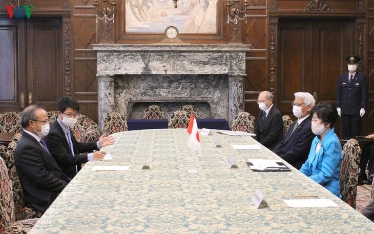 Covid-19: la présidente de la Chambre haute du Japon apprécie les réalisations du Vietnam - ảnh 1