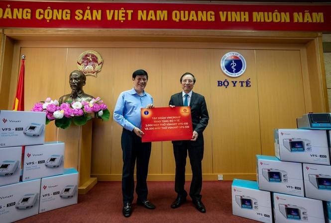 Vingroup offre plus de 3.000 respirateurs artificiels au ministère de la Santé - ảnh 1