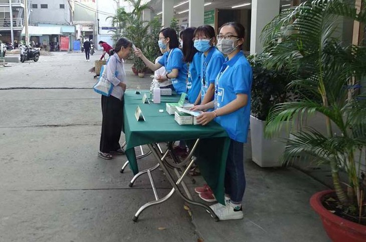 Les jeunes luttent contre la pandémie de Covid-19 - ảnh 1