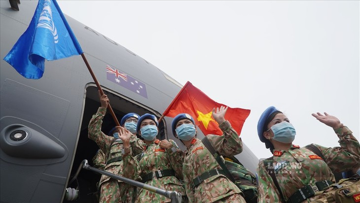 24 militaires vietnamiens partent en mission au Soudan du Sud - ảnh 1