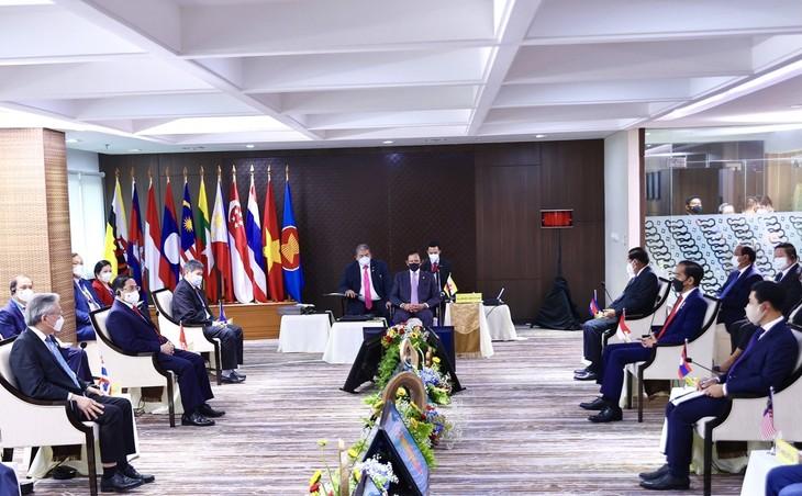 Pham Minh Chinh de retour à Hanoi après le Sommet de l'ASEAN - ảnh 1