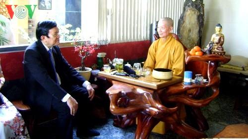Chủ tịch nước Trương Tấn Sang thăm, chúc Tết chức sắc tôn giáo và văn nghệ sĩ TP HCM - ảnh 1