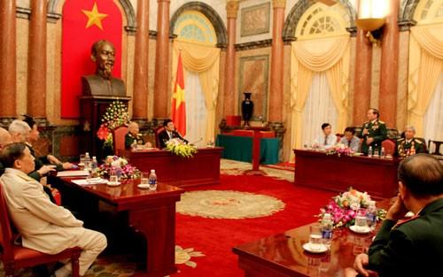 Chủ tịch nước Trương Tấn Sang gặp mặt các cựu chiến binh Sư đoàn 1 anh hùng - ảnh 1