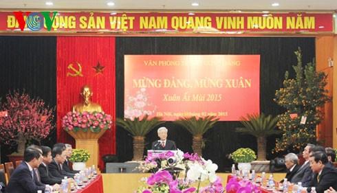 Tổng Bí thư Nguyễn Phú Trọng chúc Tết cán bộ, công chức Văn phòng Trung ương Đảng  - ảnh 1