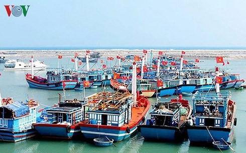 Trung ương ra Nghị quyết về Chiến lược phát triển kinh tế biển - ảnh 1