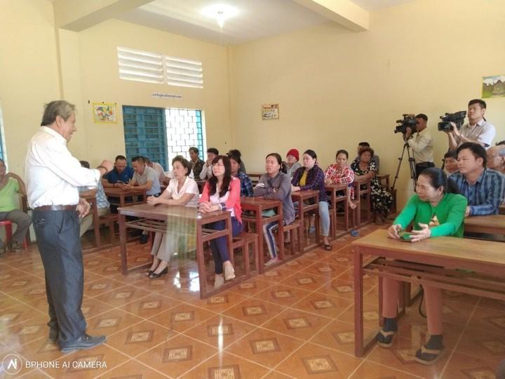 Khai giảng lớp bổ túc thí điểm cho người gốc Việt tại Campuchia - ảnh 2