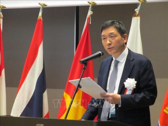Dua puluh lima tahun Viet Nam masuk ASEAN: Upaya keras Vietnam memberikan sumbangan penting untuk mendorong kepercayaan dan kerjasama di kawasan - ảnh 1
