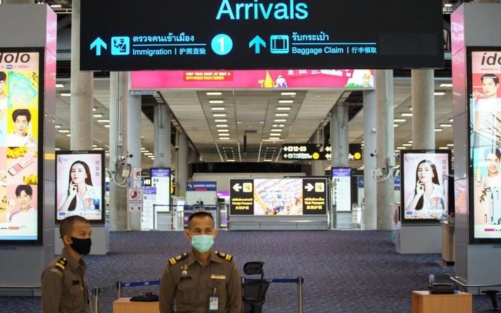 Người nước ngoài có giấy phép lao động và thân nhân được nhập cảnh Thái Lan - ảnh 1