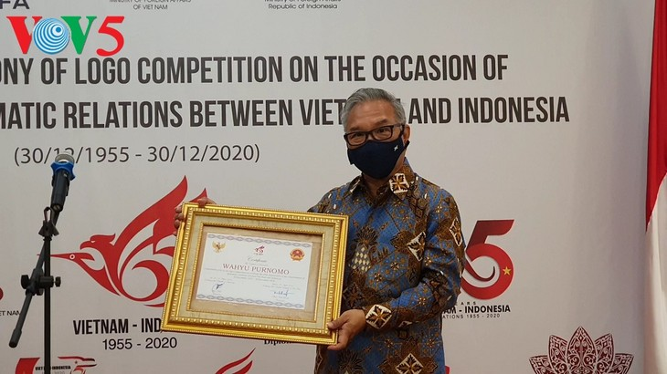 Trao giải cuộc thi thiết kế logo kỷ niệm 65 năm quan hệ ngoại giao Việt Nam – Indonesia - ảnh 5