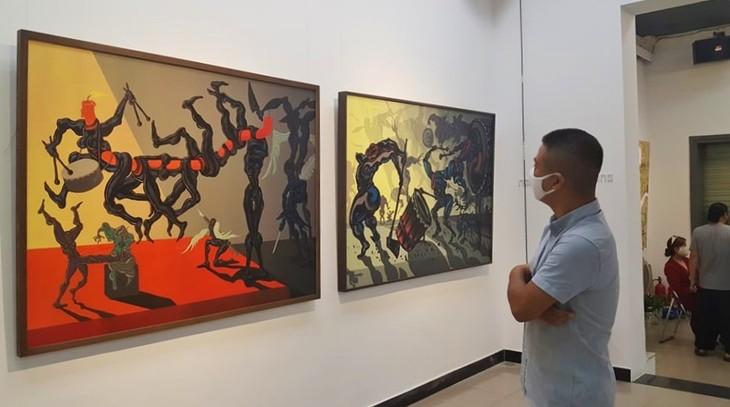 Triển lãm mỹ thuật của nhóm họa sỹ X.O.M: Lan tỏa năng lượng tích cực trong xã hội - ảnh 1