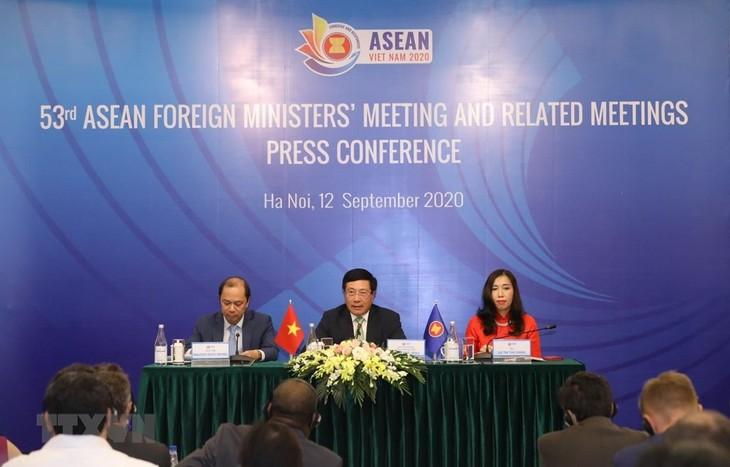 Xây dựng Đông Nam Á hòa bình, thịnh vượng, thể hiện vai trò trung tâm của ASEAN - ảnh 1