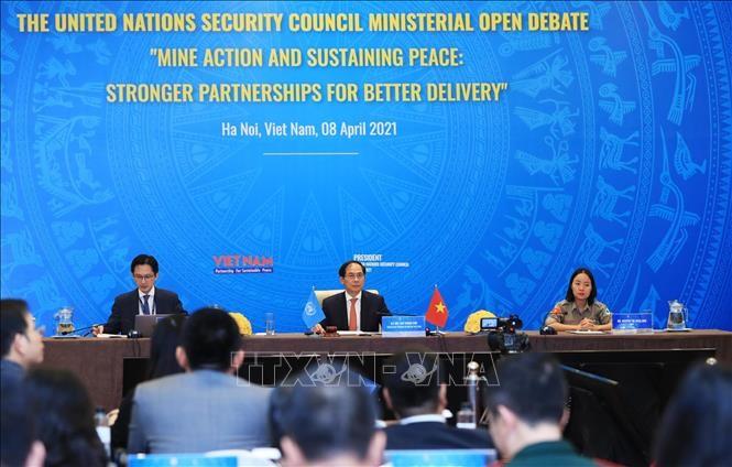 Quốc tế đánh giá cao việc Việt Nam tổ chức phiên họp về bom mìn sau chiến tranh - ảnh 1