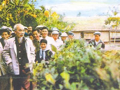Trang thơ với những bài thơ hay về Chủ tịch Hồ Chí Minh - ảnh 1