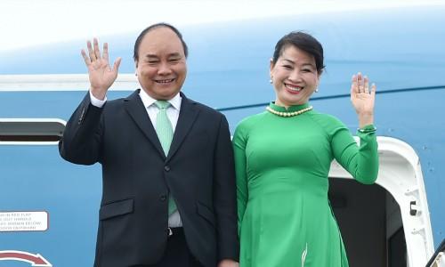 นายกรัฐมนตรี เหงวียนซวนฟุกเริ่มการเยือนประเทศไทยอย่างเป็นทางการ - ảnh 1