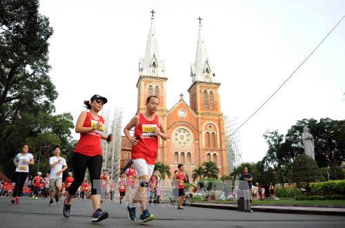 มีนักกีฬากว่า 8000 คนเข้าร่วมการแข่งขันวิ่งมาราธอนนครโฮจิมินห์ปี 2018 - ảnh 1