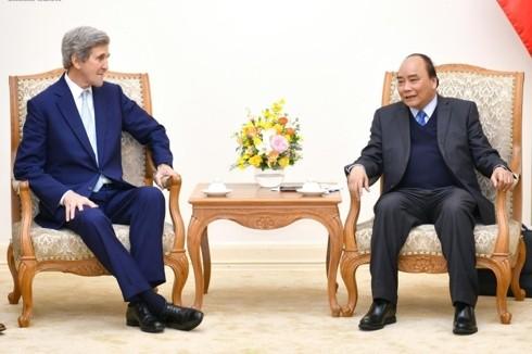 เวียดนามมีความประสงค์กระชับความร่วมมือกับสหรัฐและสิงคโปร์ - ảnh 1