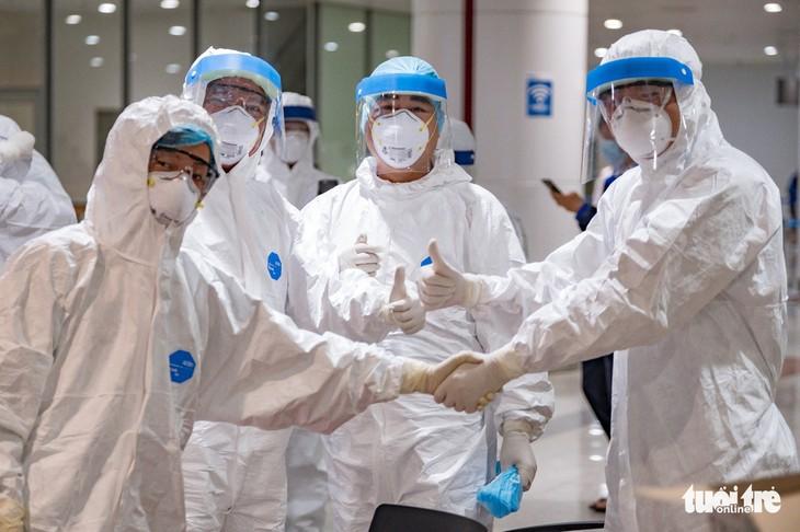 กรุงฮานอยและเวียดนามจะสร้างชัยชนะใหม่ในการรับมือการแพร่ระบาดของโรคโควิด-19 - ảnh 1