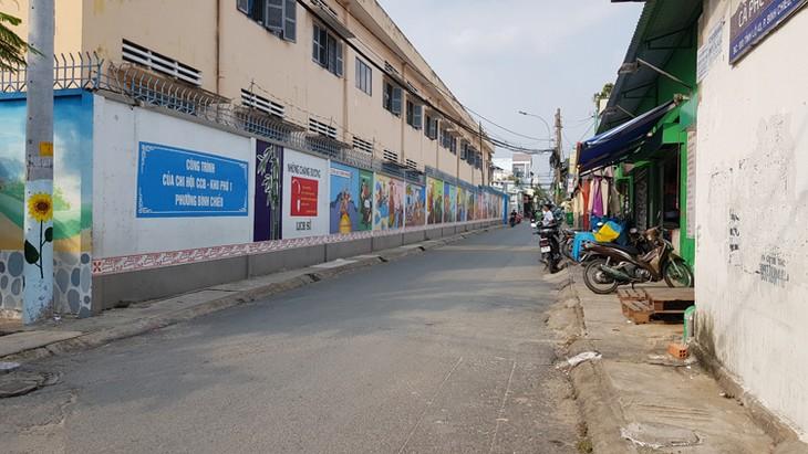 จิตรกรรมฝาผนังในถนนสายต่างๆในนครโฮจิมินห์สื่อถึงคุณค่าที่ดีงาม - ảnh 2
