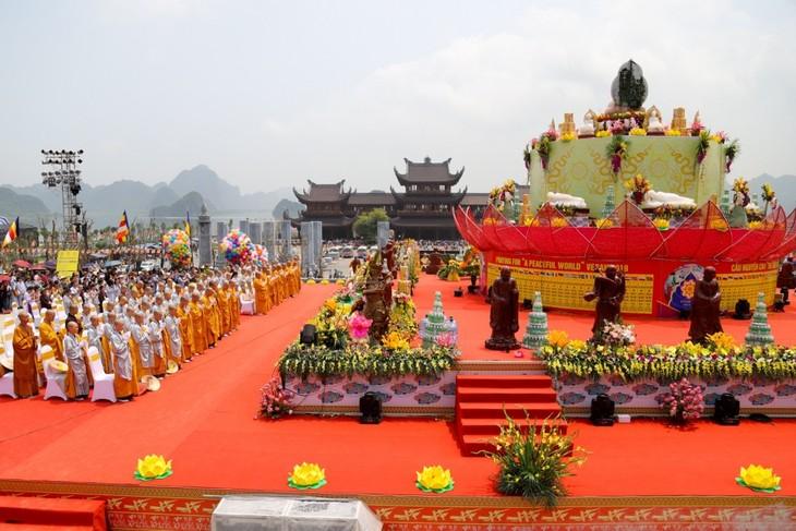 เสรีภาพด้านความเชื่อและศาสนาในเวียดนามได้รับการค้ำประกันอยู่เสมอ - ảnh 1